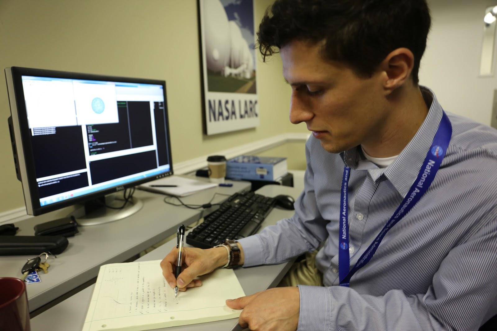 Congratulations! Javier Puig-Navarro got the Aerospace Engineering Alumni Advisory Board Fellowship